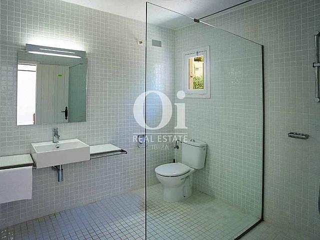 Baño de casa en alquiler de estancia en Las Salinas, Ibiza