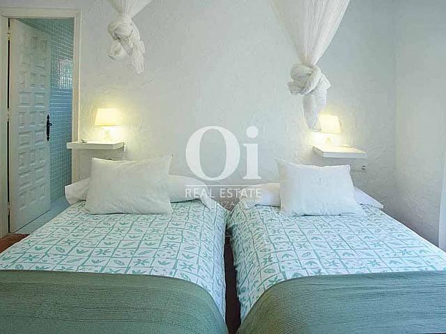 Уютная комната на вилле в деревенском стиле в краткосрочную аренду на Ибице