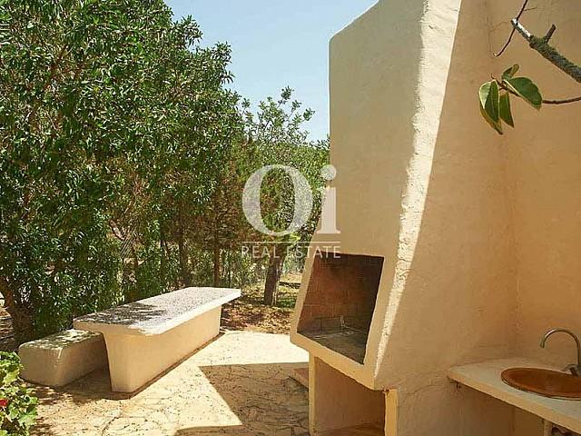 Blick auf den Außenbereich vom Landhaus zur Miete auf Ibiza