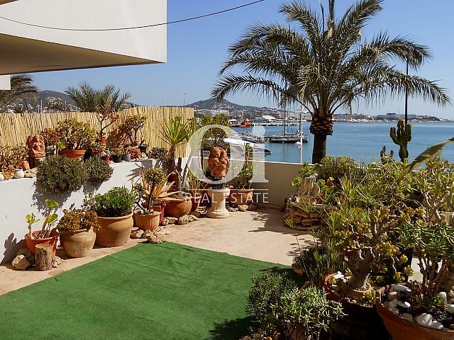Terrasse avec magnifiques vues d'apartement à louer à Marina Botafoch, Ibiza