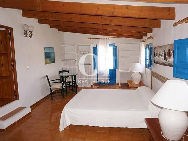Спальня в доме, сдающемся в аренду в период летних отпусков на Форментере