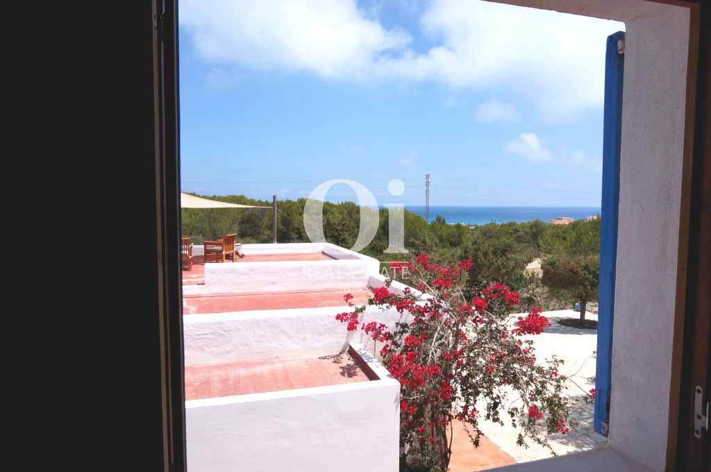 Виды на море и лес из дома, сдающегося в аренду в период летних отпусков на Форментере