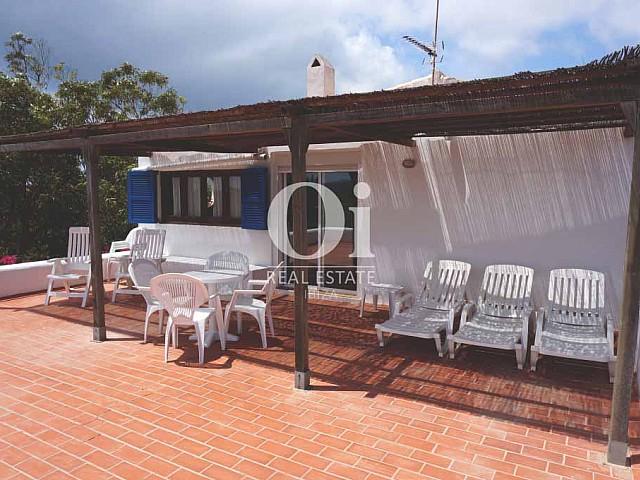 Terraza de casa en alquiler vacacional en Formentera