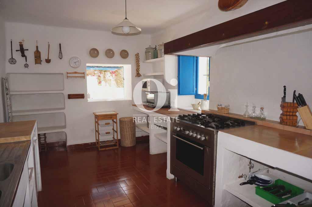 Cocina de casa en alquiler vacacional en Formentera