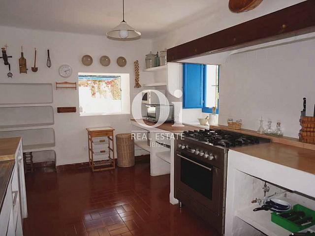 Кухня в доме, сдающемся в аренду в период летних отпусков на Форментере