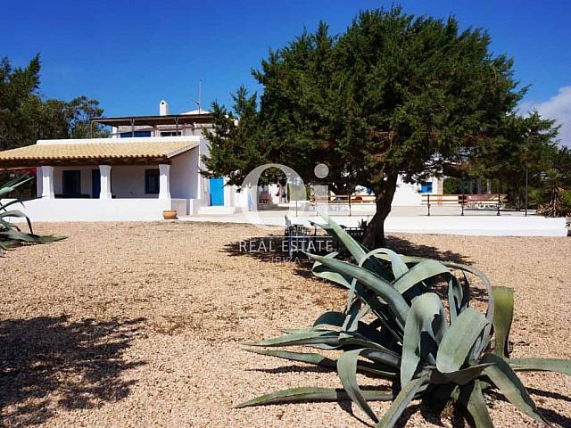 Сад дома, сдающегося в аренду в период летних отпусков на Форментере