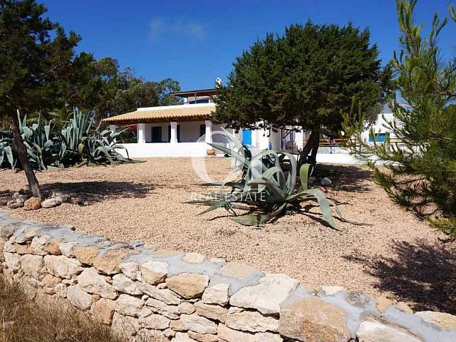 Exterior de casa de alquiler de estancia en Formentera