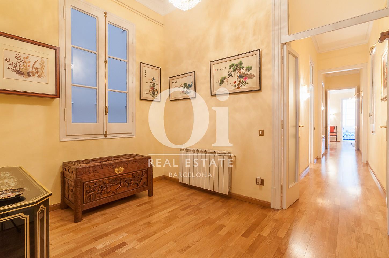 Blick in die Innenräume der Immobilie zum Verkauf im Eixample Esquerra