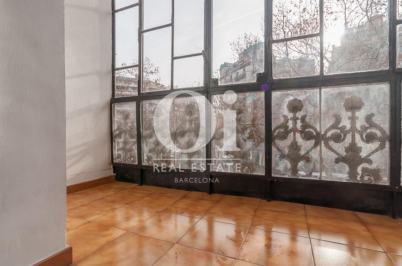 Gran ventanal de piso en venta en Gran Vía de les Corts Catalanes