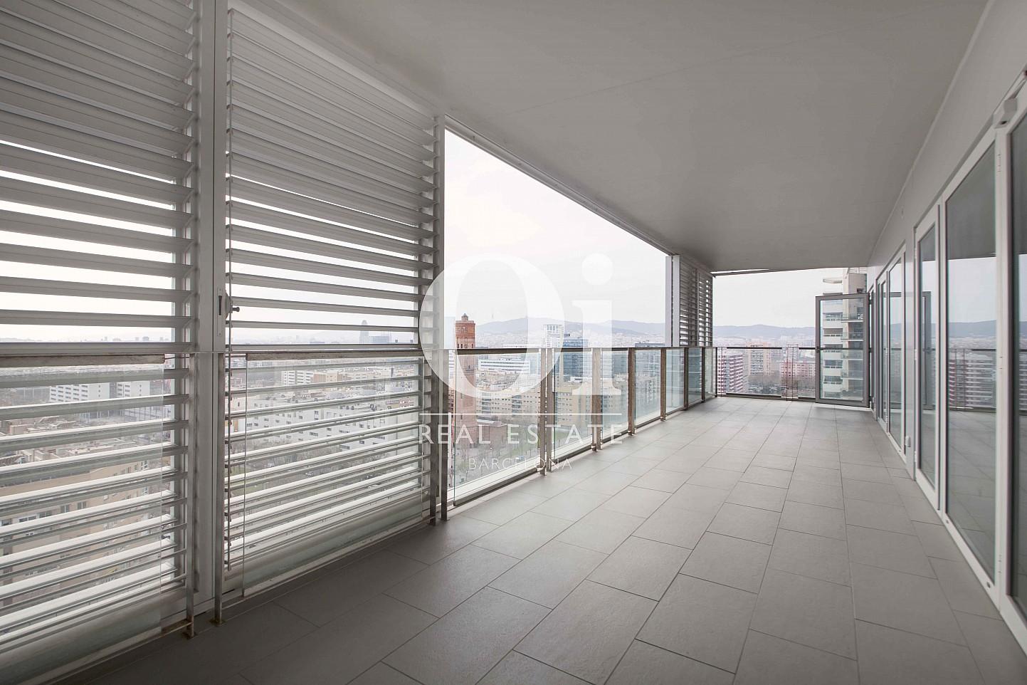 Blick in den Wohnbereich vom Apartment zum Verkauf in Diagonal Mar