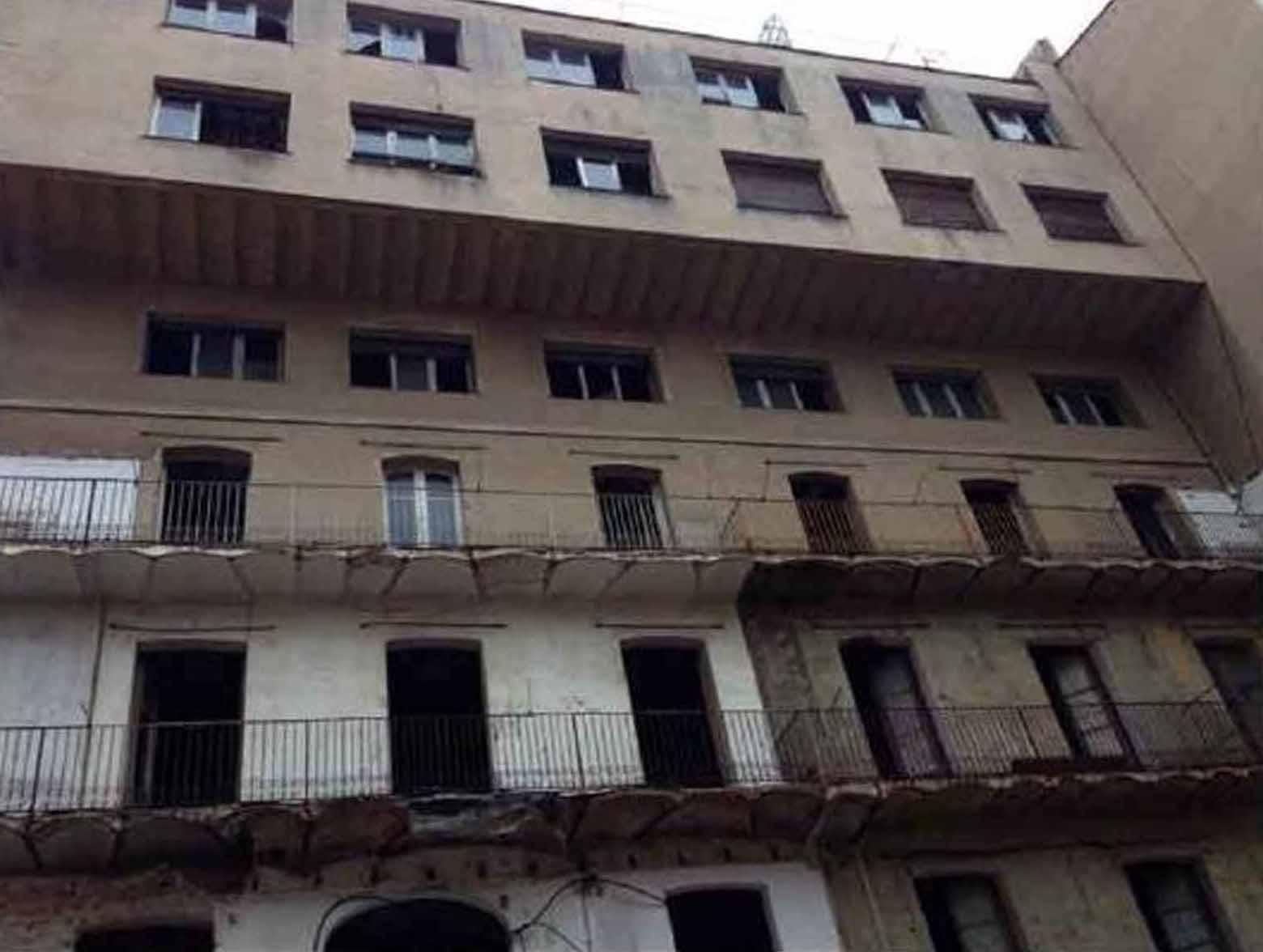 Blick auf die Fassade vom Gebäude zum Verkauf im Eixample Dreta, Barcelona