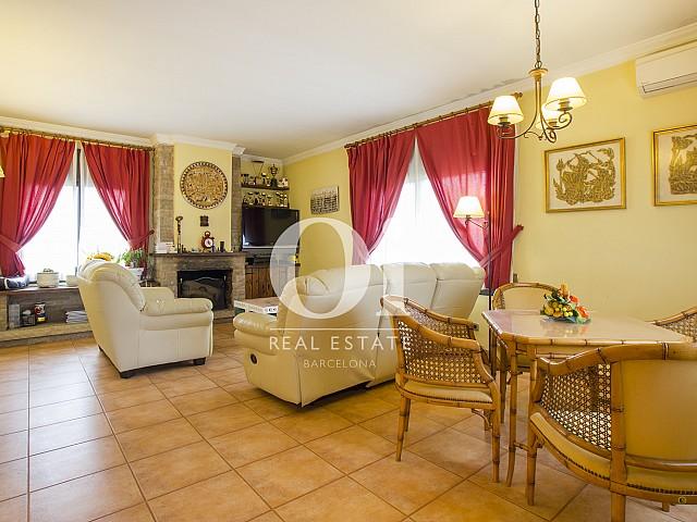 Blick in das Wohnzimmer vom Haus zum Kauf in Tagamanent, Barcelona