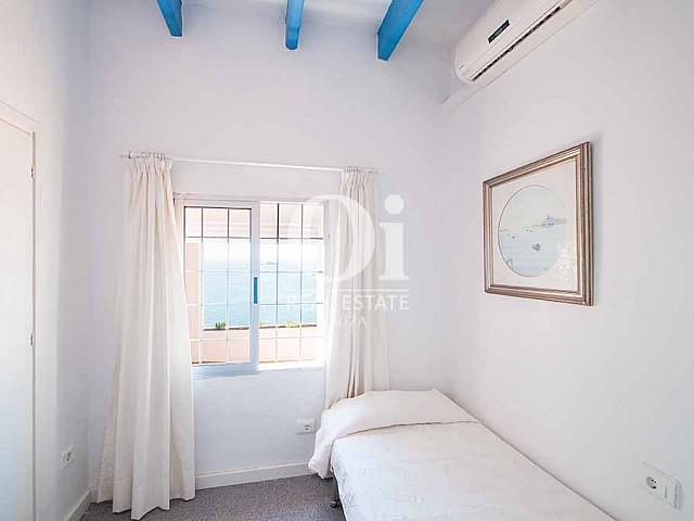 Dormitorio simple de casa en alquiler vacacional en Ibiza