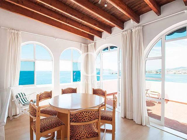Salle à manger de maison pour séjour en location à Ibiza