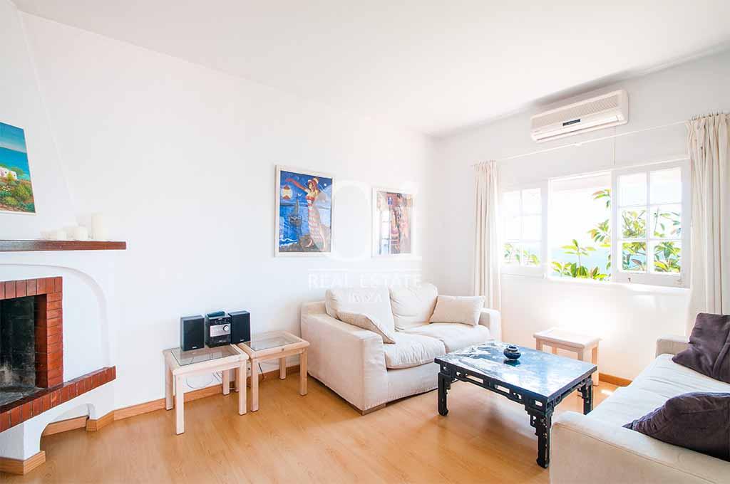 Sala de estar de casa en alquiler vacacional en Ibiza