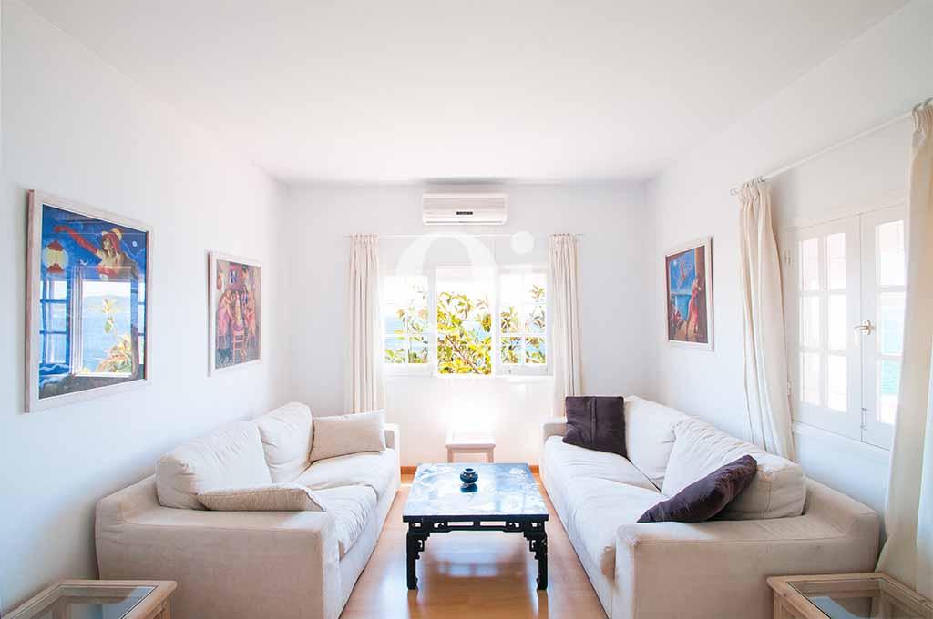 Salón de casa de alquiler de estancia en Ibiza