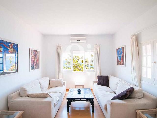 Blick in das Wohnzimmer der Ferienvilla auf Ibiza, Los Molinos