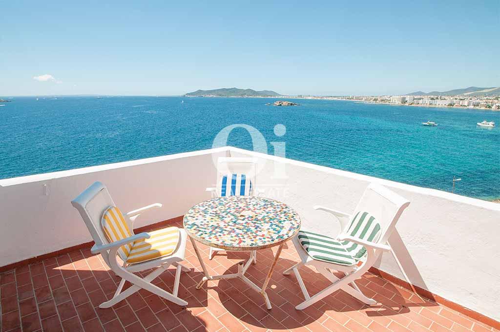 Patio de casa de alquiler vacacional en Ibiza