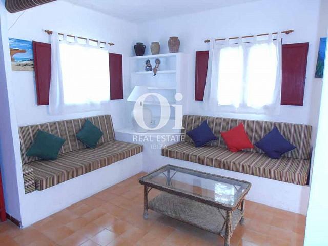 Blick in den Wohnbereich vom Ferienhaus auf Formentera
