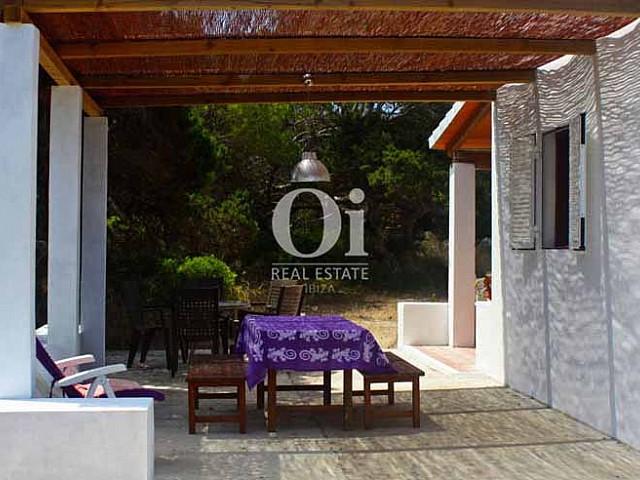 Blick auf die Terrasse vom Ferienhaus auf Formentera