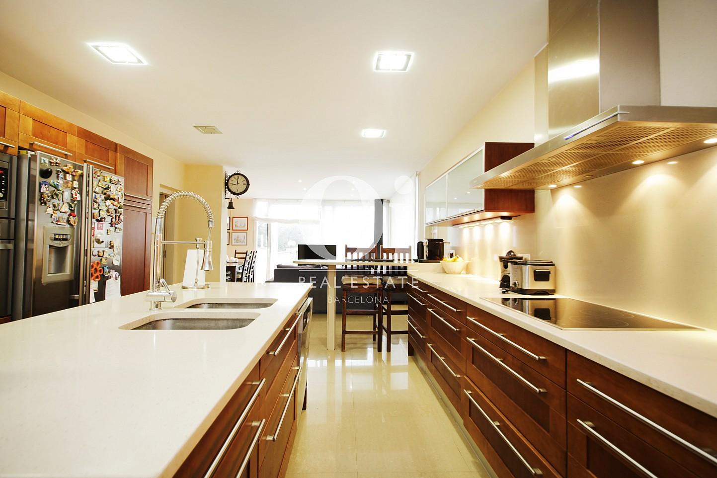 Blick in die Küche vom Haus zur Miete in Premia de Dalt