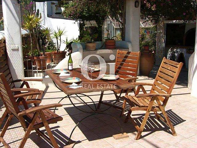 Летняя столовая с барбекю в потрясающем доме на продажу на Ибице