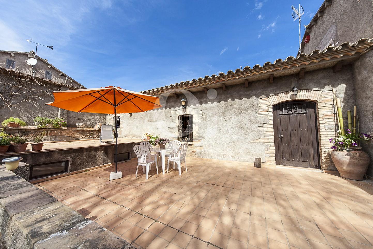 Blick in den Hof vom Haus zum Kauf in Borrassà, Girona