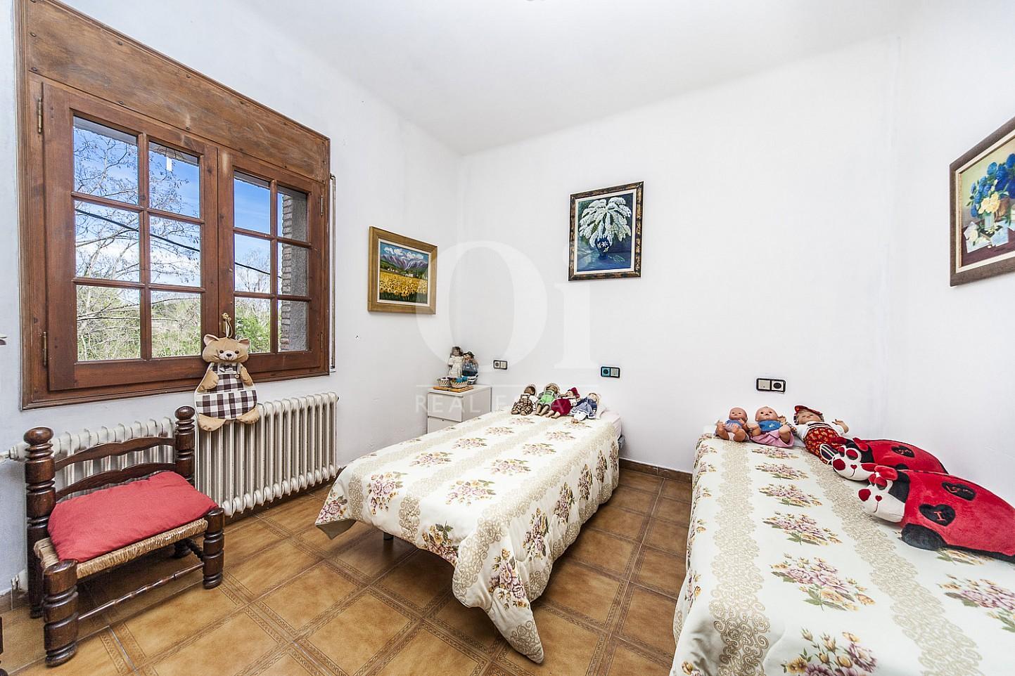 Blick in ein Schlafzimmer vom Haus zum Kauf in Borrassà, Girona