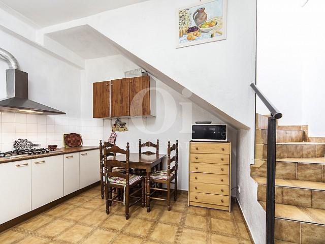 Blick in die Küche vom Haus zum Kauf in Borrassà, Girona