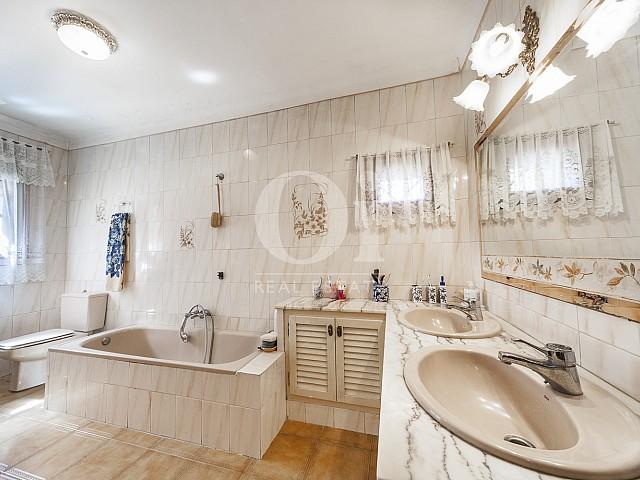 Baño de casa en venta en Borrassà, alto Ampurdán, Gerona