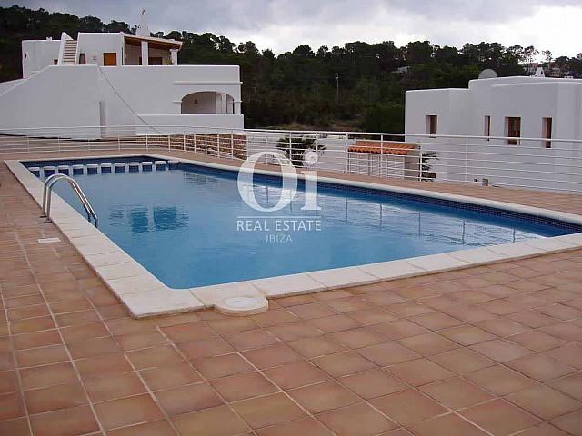 Blick auf den Poolbereich vom Ferienhaus zur Miete, auf Ibiza
