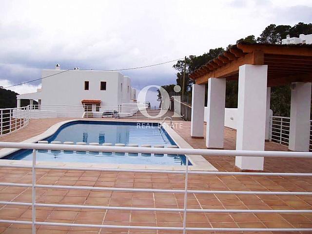 Blick auf den Pool vom Ferienhaus zur Miete, auf Ibiza
