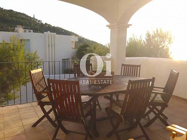 Terraza de casa en alquiler de estancia en Ibiza