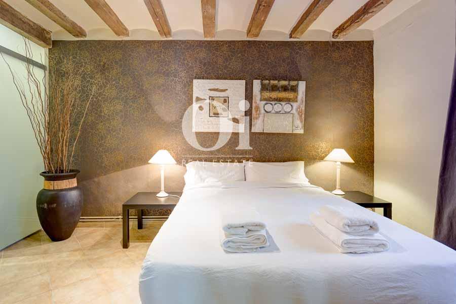 Dormitorio de matrimonio de piso en venta en carrer Tallers, El Gòtic, Barcelona