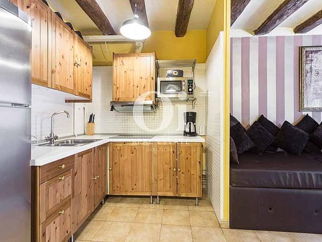 Blick in die Küche vom renovierten Apartment zum Verkauf