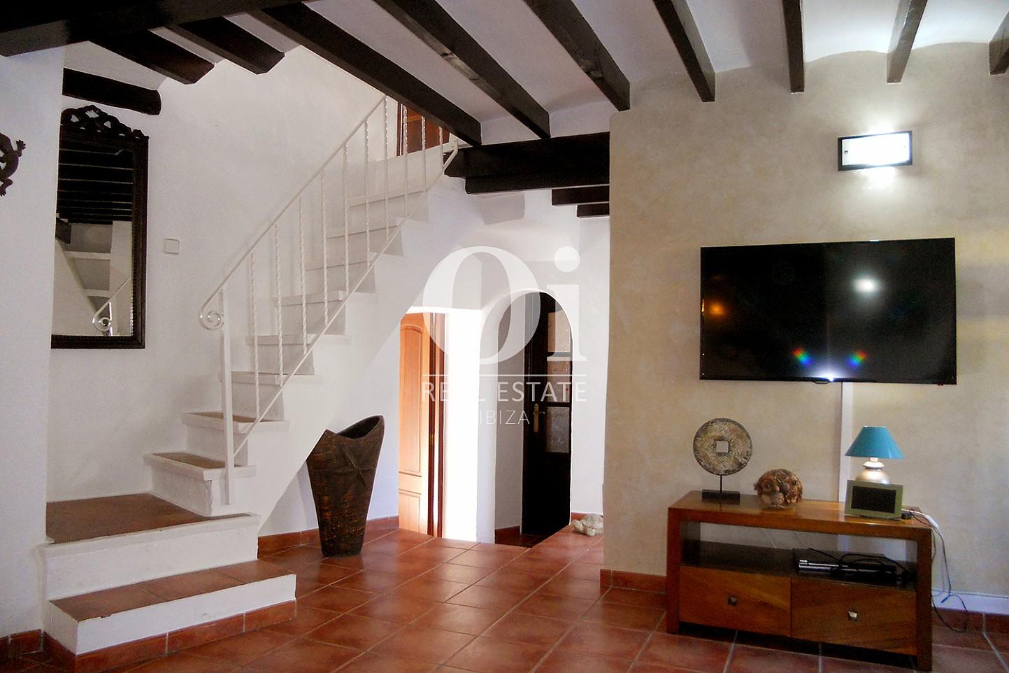 Blick auf die Treppe der Villa zum Verkauf in Las Salinas, Ibiza