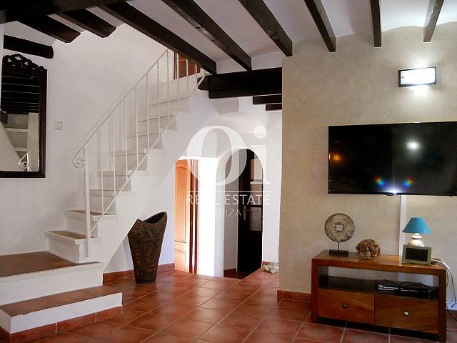 Лестница в доме на продажу в районе Las Salinas на Ибице