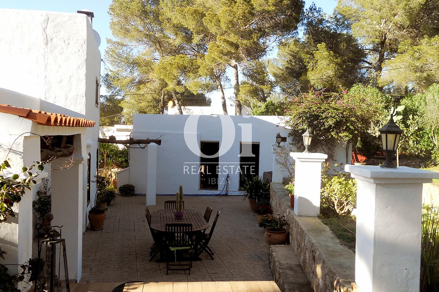 Внутренний двор дома на продажу в районе Las Salinas на Ибице