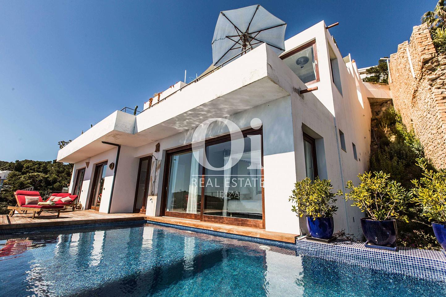 Fachada  de casa de alquiler de estancia en Roca Llisa, Ibiza