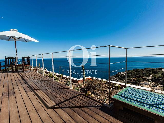 Blick auf die Terrasse der Ferien-Villa in Roca Llisa, Ibiza