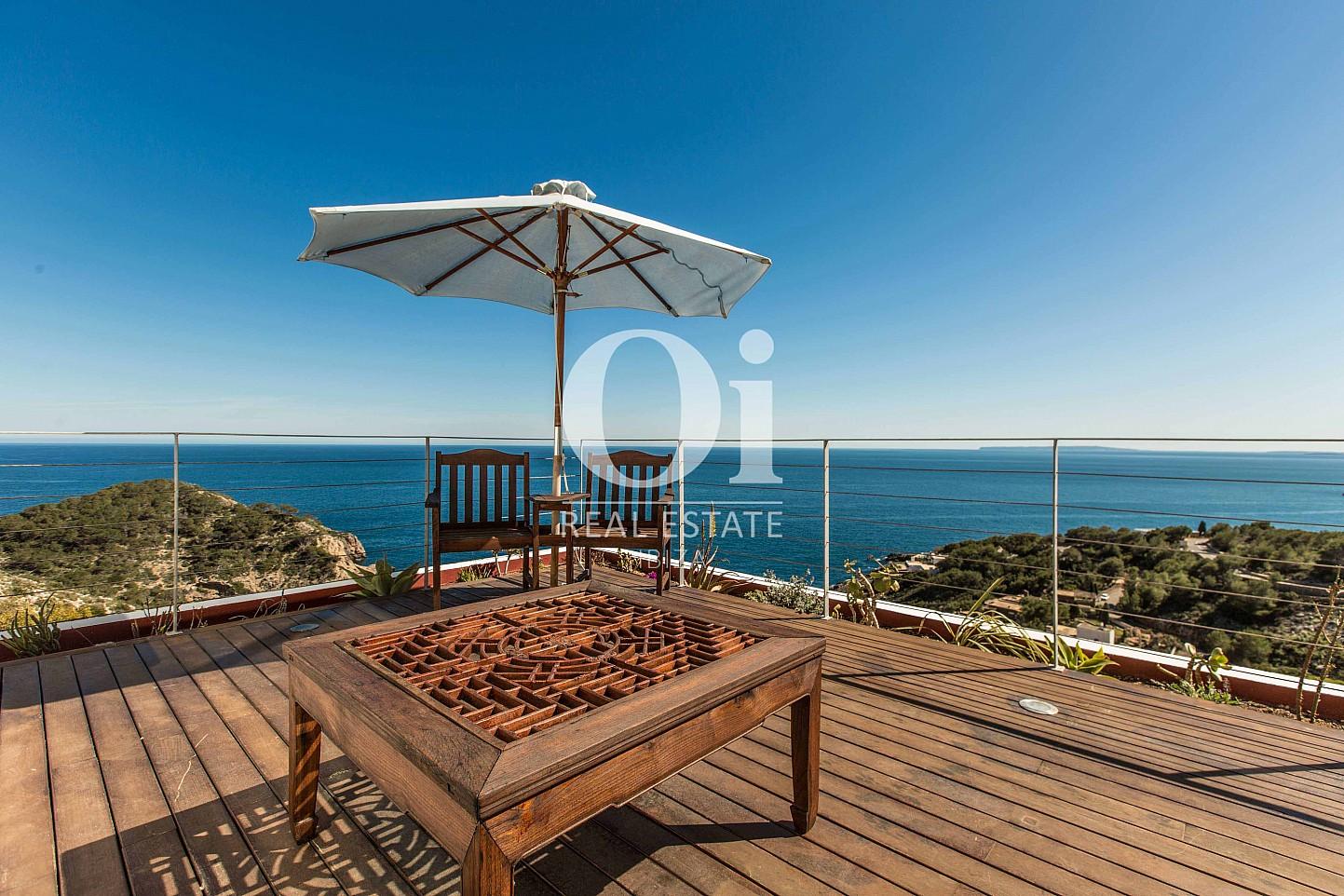 Blick auf den Außenbereich der Ferien-Villa in Roca Llisa, Ibiza