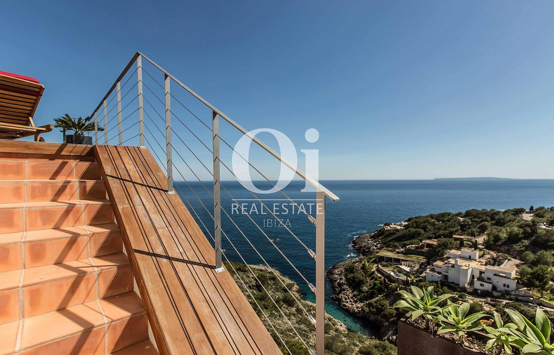 Escaleras  de casa de alquiler de estancia en Roca Llisa, Ibiza