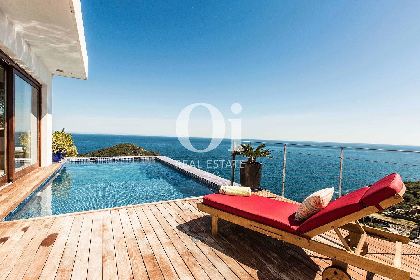 Blick in den Pool der Ferien-Villa in Roca Llisa, Ibiza