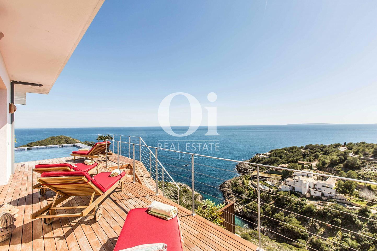 Piscine et vues de maison pour séjour en location à Roca Llisa, Ibiza