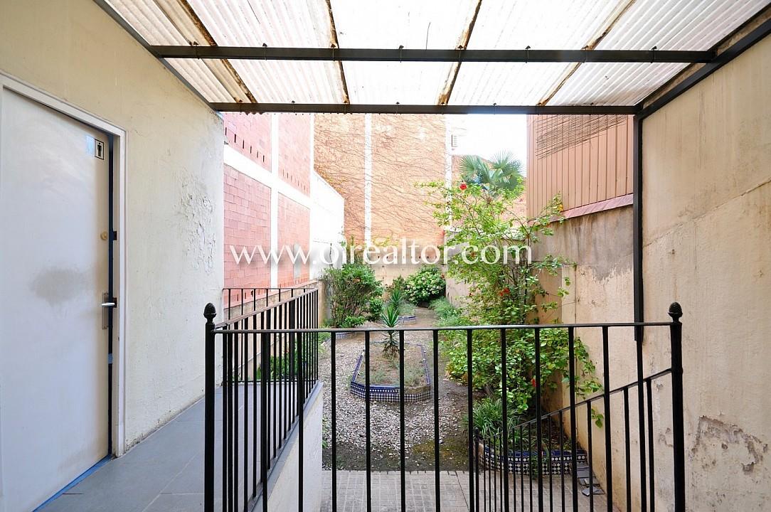 Дом для продажи в центре Бадалона