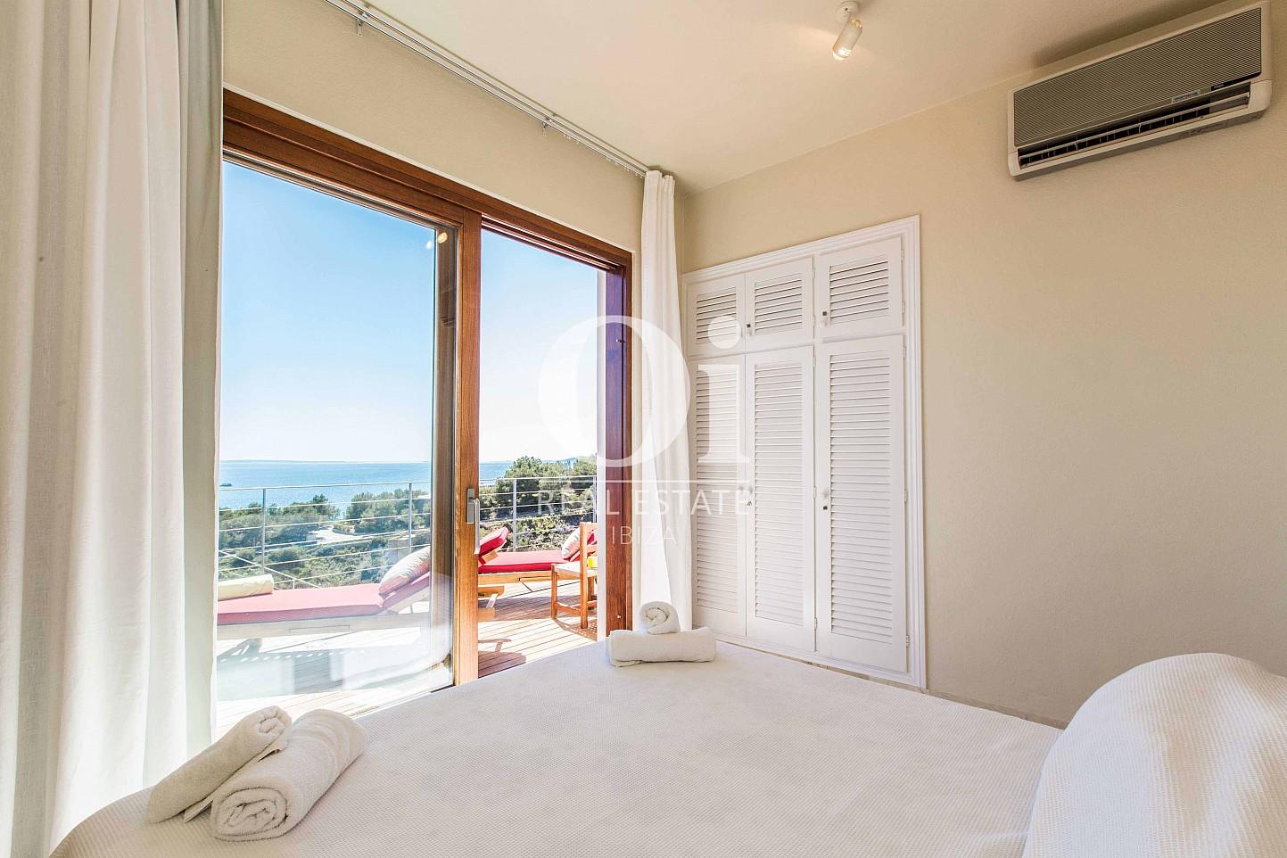 Dormitorio  de casa de alquiler de estancia en Roca Llisa, Ibiza