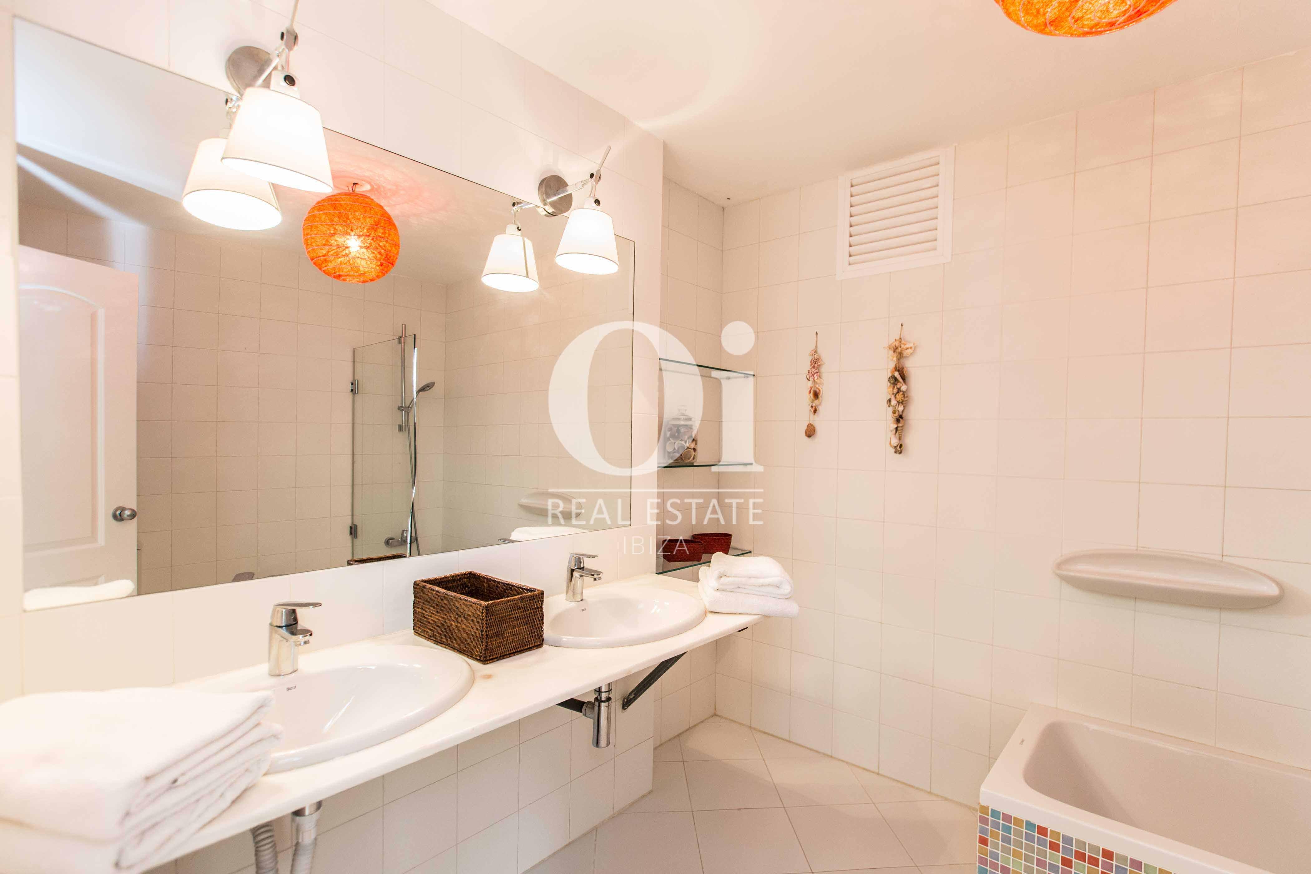 Baño  de casa de alquiler de estancia en Roca Llisa, Ibiza