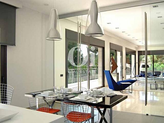 Blick indas Esszimmer vom smarten Haus zum Kauf, San Feliu de Guíxols
