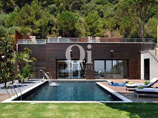 Blick auf den Pool vom smarten Haus zum Kauf, San Feliu de Guíxols
