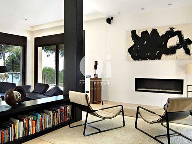 Blick auf das Wohnzimmer vom smarten Haus zum Kauf, San Feliu de Guíxols
